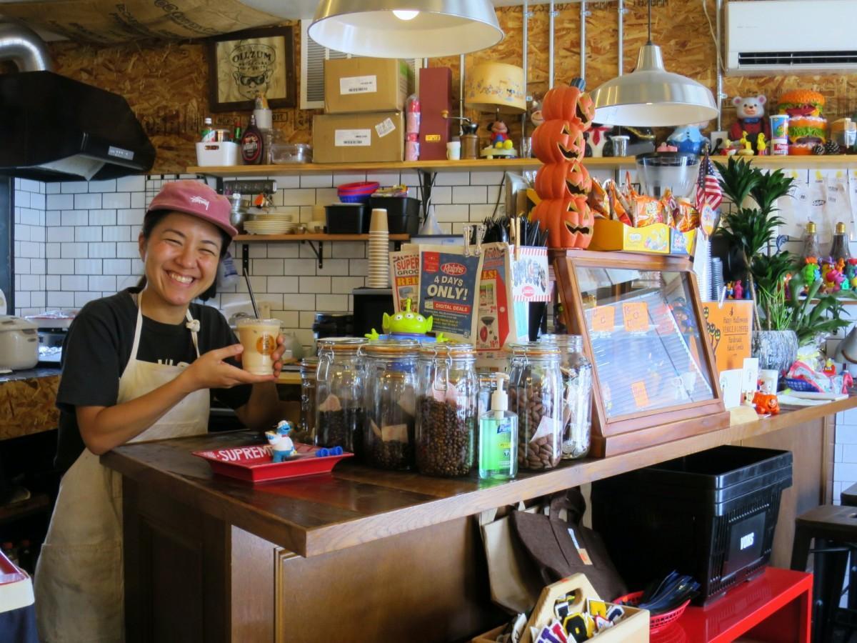 ケーキ作りも担当するスタッフの中里友香梨さん