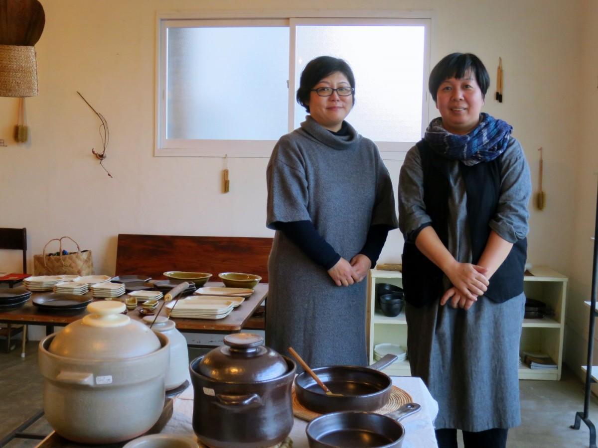 「陶工房 ゆうらぼ」の三宅史家さん(左)と千田稚子さん(右)