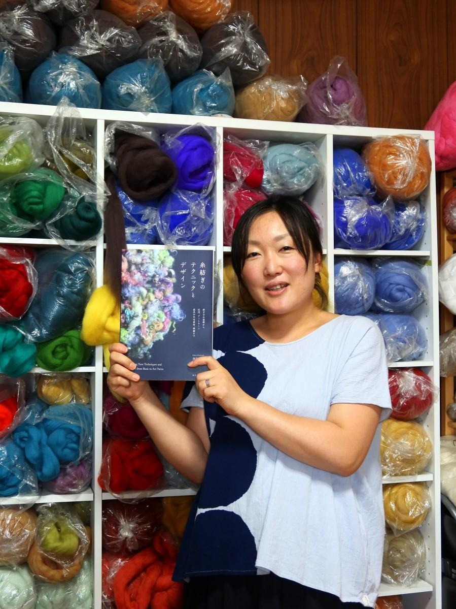 「糸紡ぎのテクニックとデザイン」著者の青島由佳さん