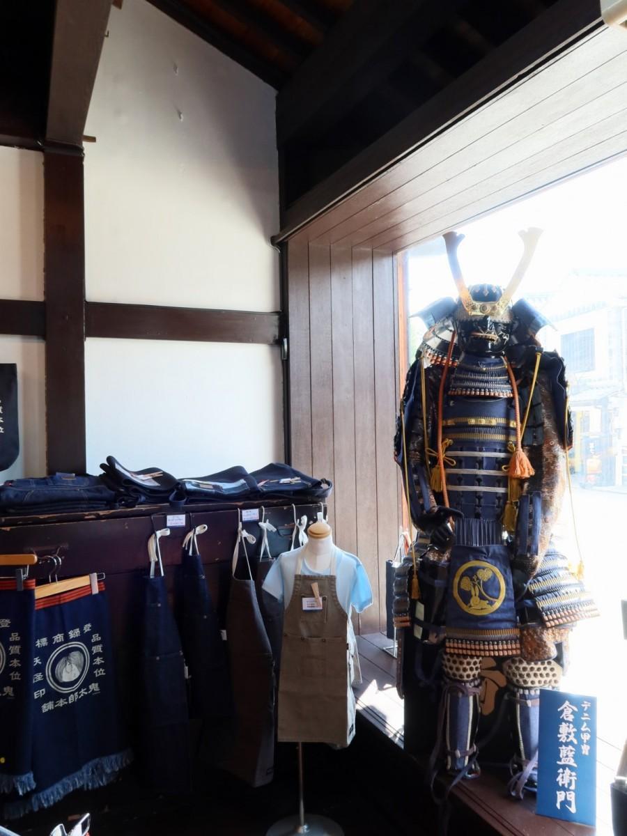 デニム甲冑を着た武将オブジェ「倉敷藍衛門」