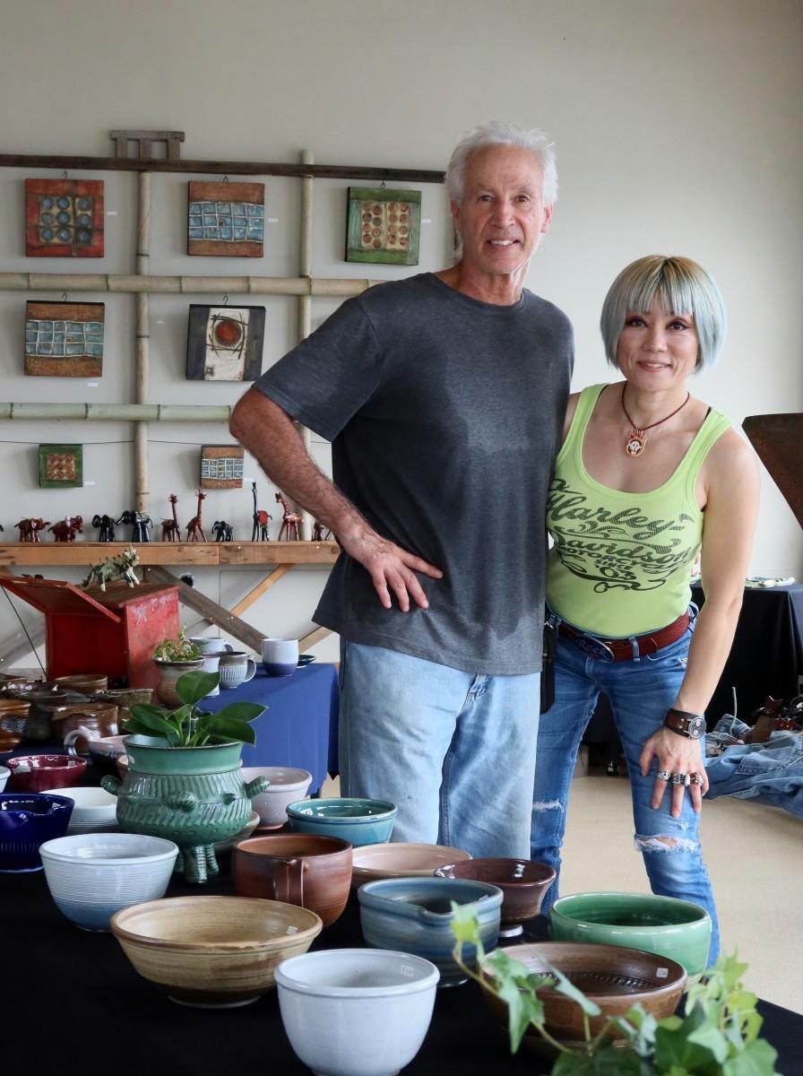 芸術家のドン・パーカーさんと野田裕子さん夫妻