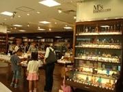 京橋の文具店がリニューアル-革製品やパワーストーン取り扱いも