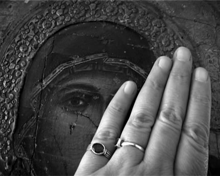 反体制運動で投獄された女性を描く「彼女の墓に花をそえるのは私」(ハラー・アルアブドッラー、アッマル・アルベイク監督)