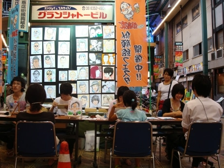 似顔絵フェスタの様子(京阪京橋商店街)