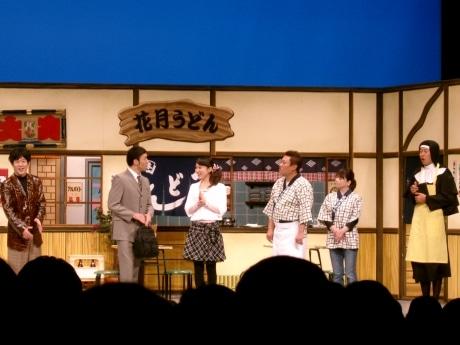 京橋新喜劇では、座長の小藪さんが絶妙な「間」で笑いを誘った