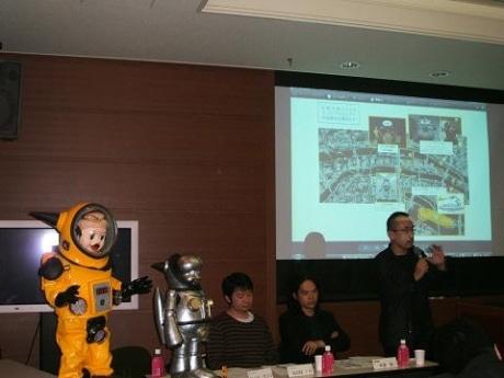 記者会見のようす(右からヤノベケンジさん、建築家芦澤竜一さん、KOSUGE1-16土谷亨さん)