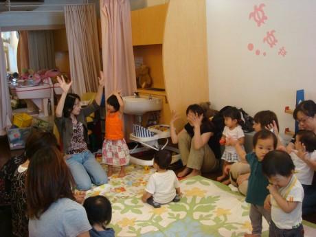 6月28日に初のイベント、絵本の読み聞かせを開催。18組の親子が集まった