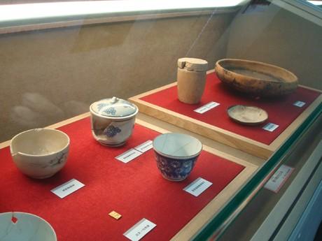 貨幣や銭箱、造幣局の敷地から発掘した出土品など展示