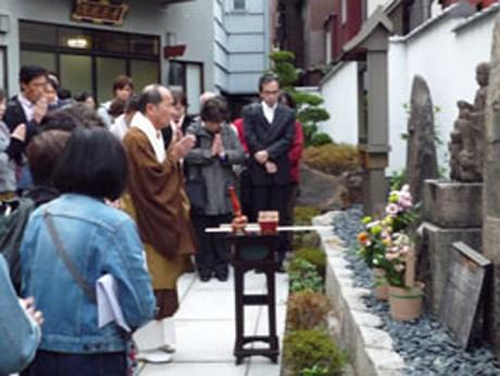 プログラムの様子。ガイドは近松門左衛門に詳しい一般人が行うので気軽に参加できる