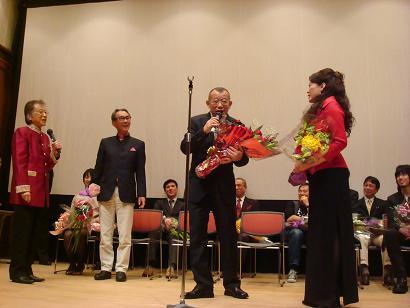 それぞれの受賞者が好きな場面で発言し、笑いが絶えない大阪らしい表彰式となった