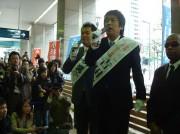 天満橋でブラマヨが緊急街頭演説-「ひらパー兄さん」懸け選挙へ