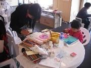 天満橋などでドローイングチャリティー企画-美大生らがその場で描く