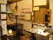 京橋のコスメカフェで「おてがみ展」-手紙を楽しむアート作品を展示販売