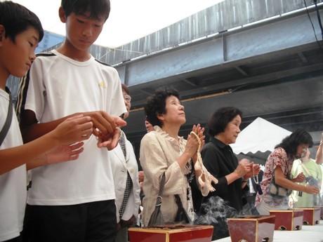 昭和30年から始まった京橋駅空襲被災者慰霊祭。今年で57回目を迎えた