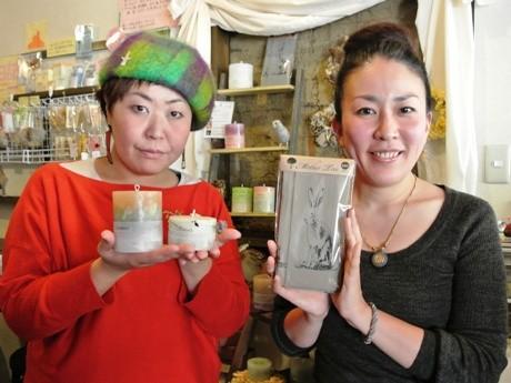 キャンドル作家の山田有由美さん(左)とタイツ作家の別府美樹さん(右)