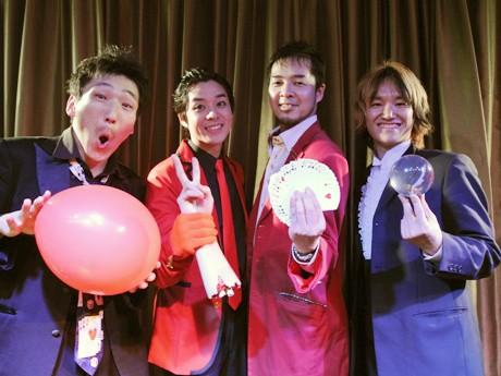 出演したマジシャン陣。左からMr. E.Qさん、SEIYAさん、GAKUさん、みっきゅんさん