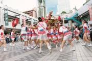 京橋コムズで「天神祭前夜祭」 恒例の「ギャルみこし」も