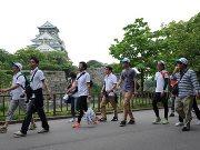 大阪城公園でチャリティーウオーク 元阪神・桧山選手も参加
