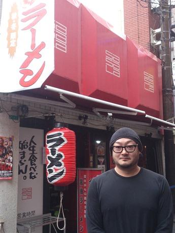 店主・新山祐介さん 「大事なのは誰と共に生きるか」と話す。