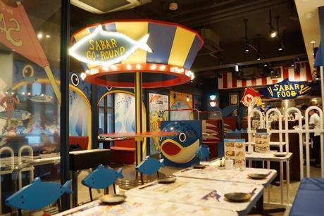 「SABAR GO ROUND」と称した店内。遊園地をイメージして作られた。