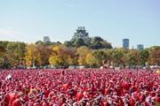 大阪城で「サンタラン」 サンタクロースになってチャリティーに参加