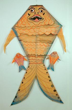 インドネシア・バリ島のたこ「べべアン」。大きな目、鼻、口はバリ・ヒンズー教の神の姿を連想させるという。「べべアン」は「魚のような」という意味