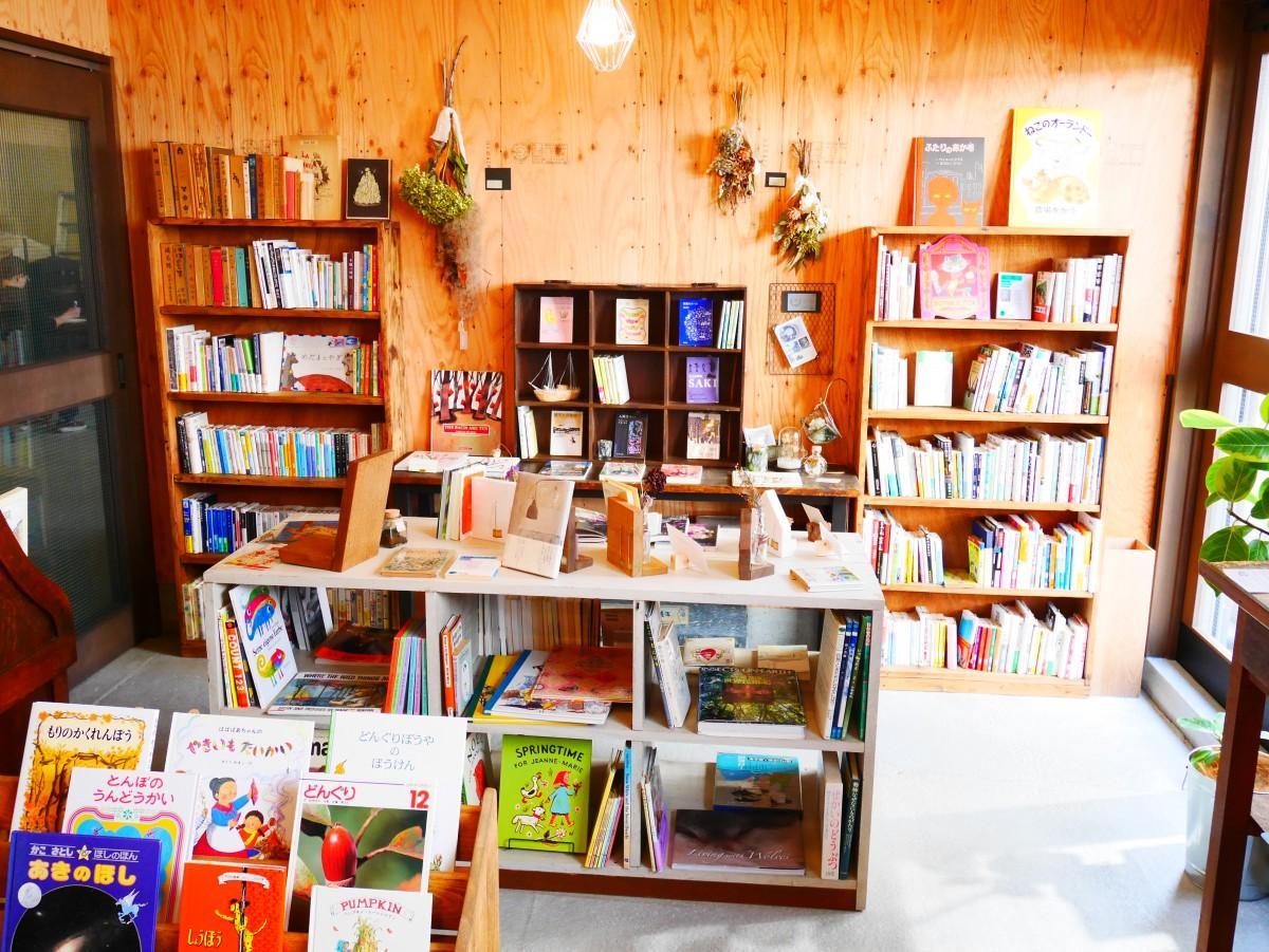 古本店「くらしと本のみせ SUS(スウス)」の店主、木下知子さん