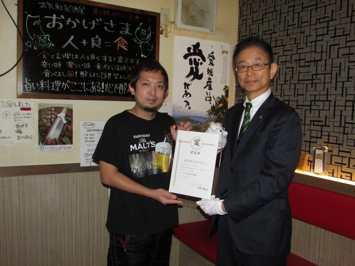 同機構の副会長・八十島(やそしま)一幸さん(右)と店主の田中一彦さん(左)