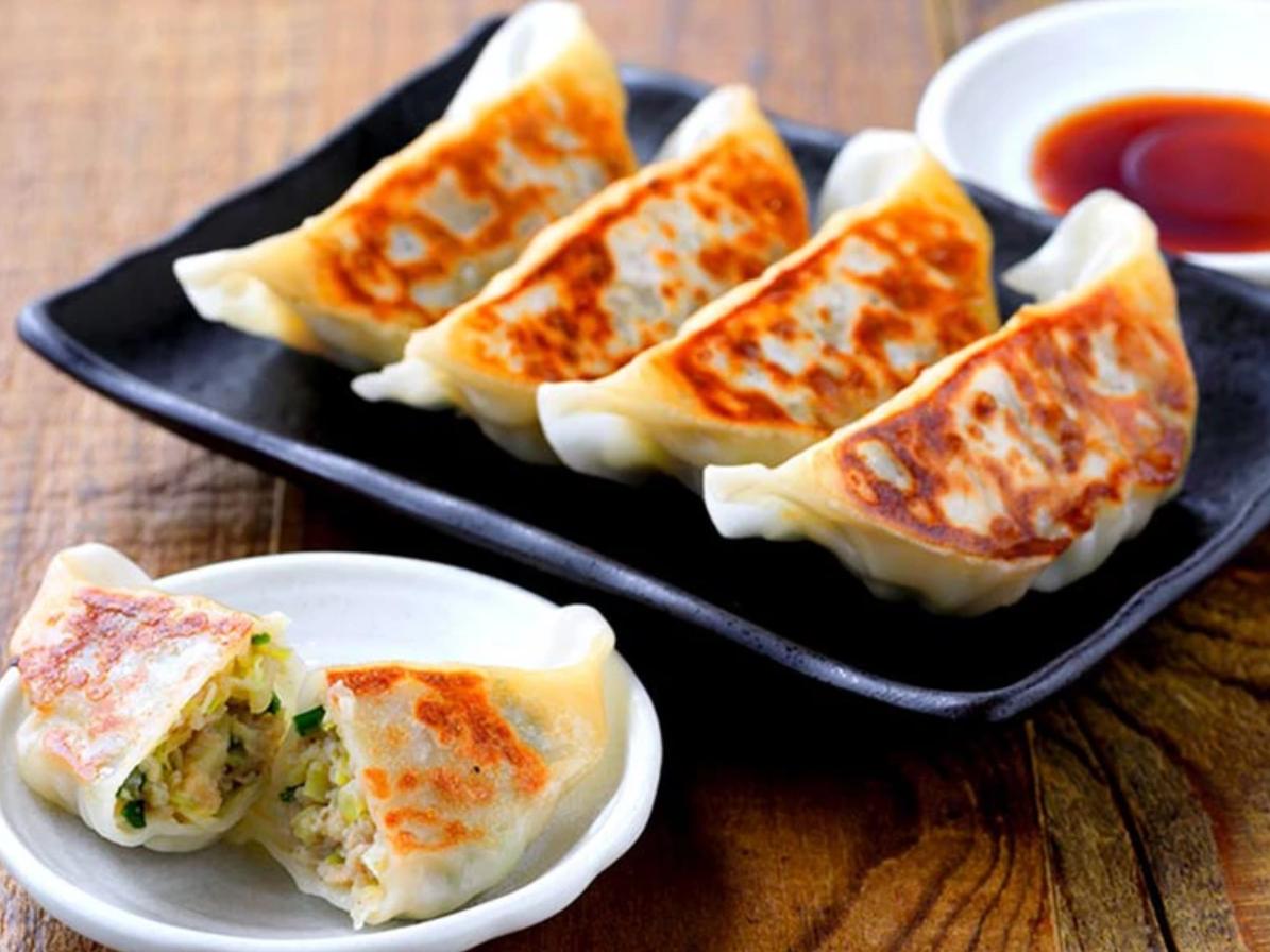 今年初販売「肉汁の旨み濃厚!ハレノヒ餃子」。紅ショウガがたくさん入った餃子