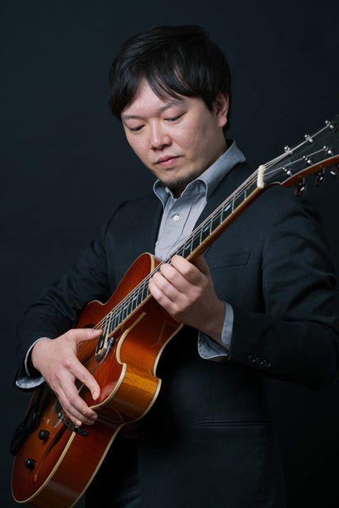 ギターを担当する野江直樹さん