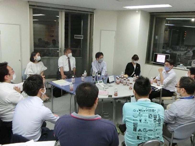 第60回「京橋しゃべり場」毎回20人~25人程度で行われるが、毎回新規の参加者がいる。「誰でも参加しやすい会です」(鷲見さん)。