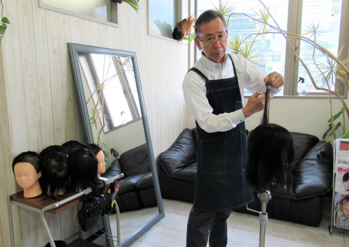 原田寿朗さん 「自分に合った良質のハサミを使うことが、腕への負担も軽減し、長持ちするので結局経済的」と話す。