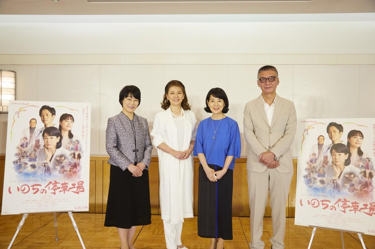 左から、南杏子さん、南野陽子さん、吉永小百合さん、成島出(いずる)さん