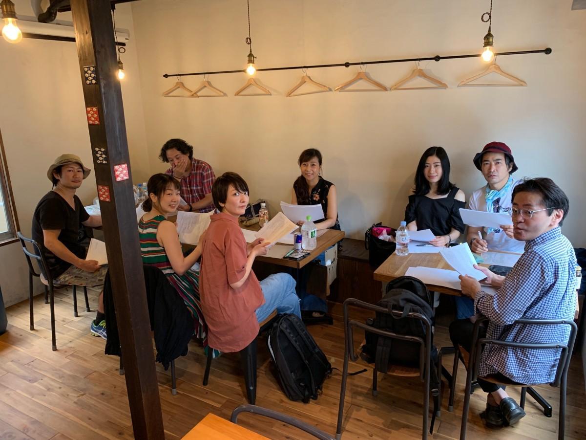 戯曲を読む会に集まった演劇人たち
