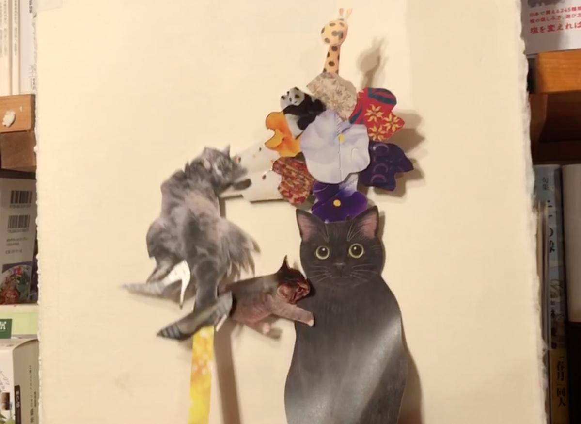 参加者の一人が作った動くアイコン。飼いネコ(左)がオモチャにさわろうとし、真ん中の子ネコが黒ネコに甘えてすり寄る。