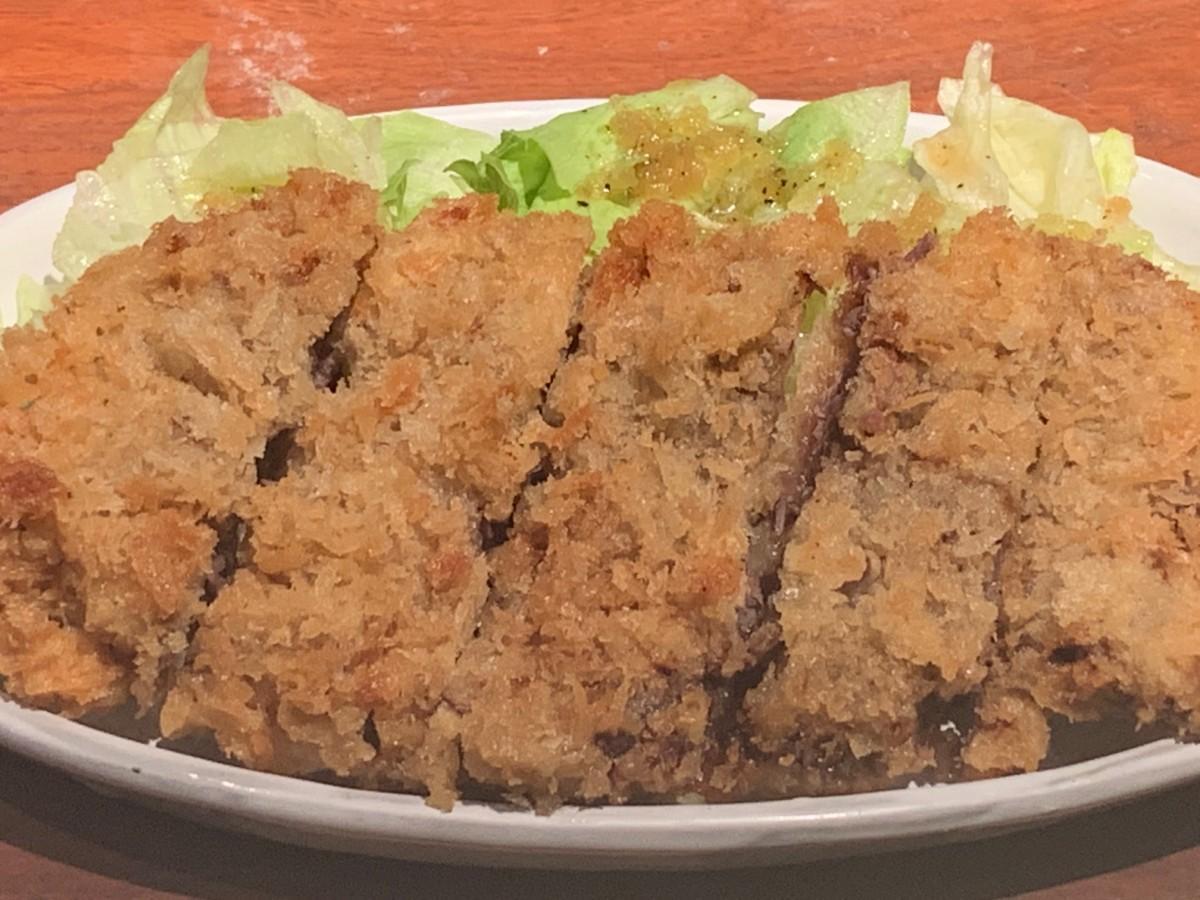 「らかん茶屋」のくじらカツ(680円)