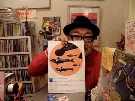 ハスキー中川さん。東日本大震災直後、宮城県の木の屋石巻水産とのコラボイベント「さば缶縁景展」参加中の店内にて。