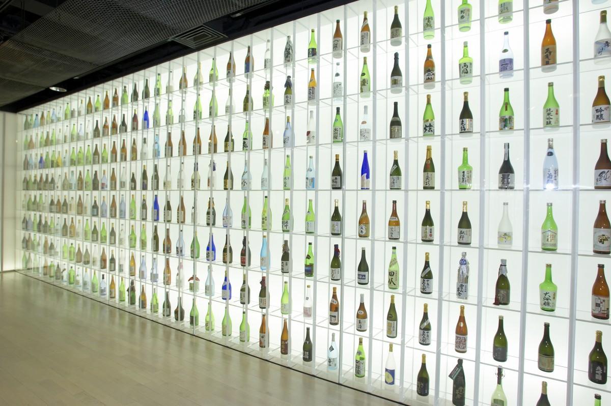 東京農業大学「食と農」の博物館2階の酒瓶常設展示