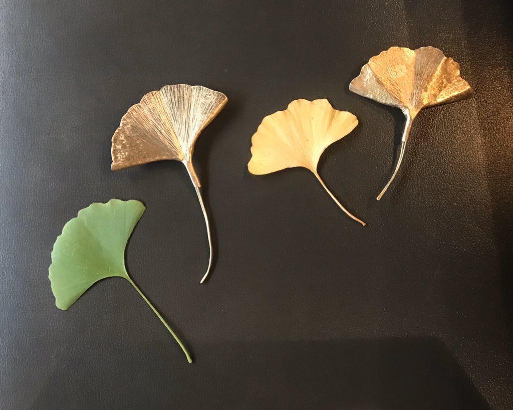 拾った葉っぱを使ったイチョウのブローチ