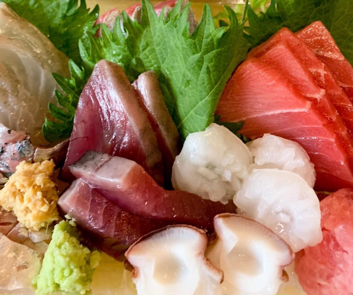 「魚ケン」の刺身盛り合わせ(2,000円)