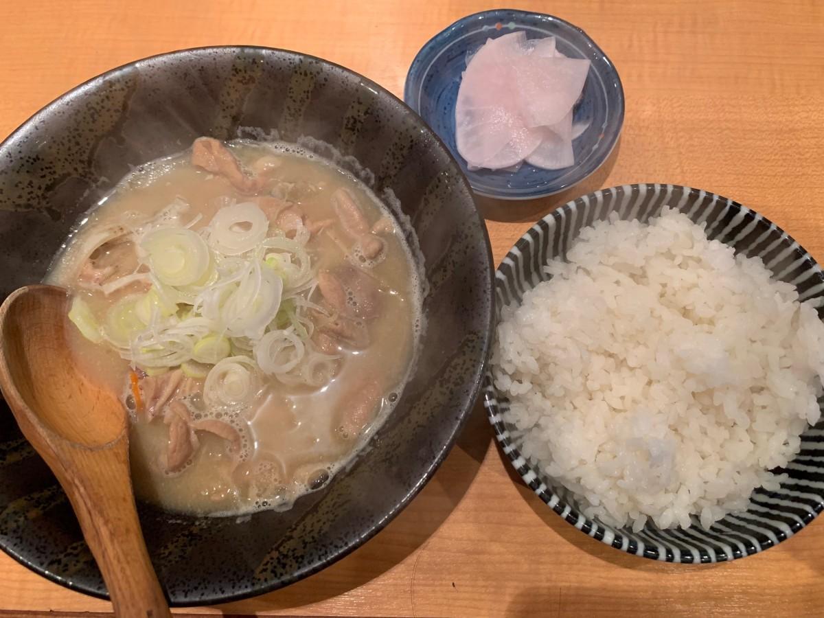 「もつ煮込み定食」(750円)