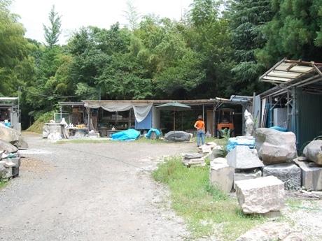 宮沢泉さんのアトリエは森に囲まれている