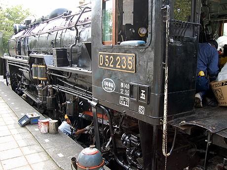 相模原の「D52形蒸気機関車」、...