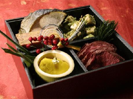 「愛犬厨房のおせち2010」付属の御膳箱を使った盛り付け例