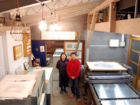 工房を運営する河原正弘さんと平川幸栄さん