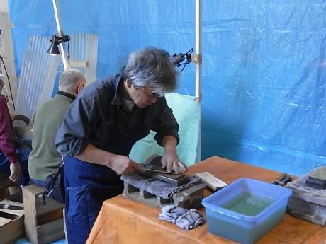 「越後三条打刃物(うちはもの)」職人による包丁研ぎの実演