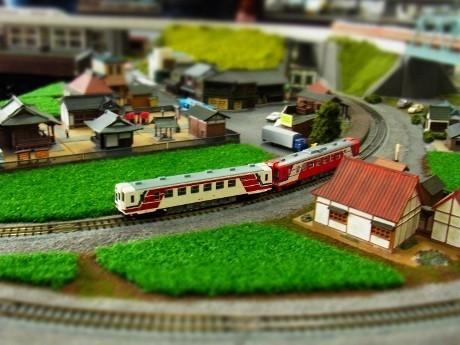 震災復興の願いを込めて三陸鉄道の「復興支援列車」をジオラマでも運行する