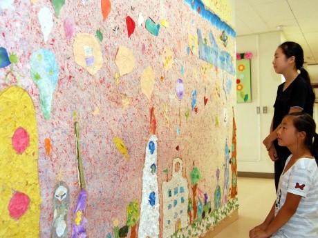 町田市立町田第5小学校の生徒たちが作った1.8メートル×3メートルのちぎり絵