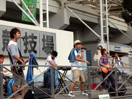 FC町田ゼルビアのホームゲームで行った屋外ライブの様子