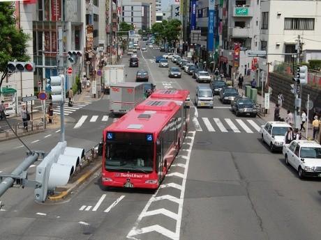 町田バスターミナルに進入するツインライナー